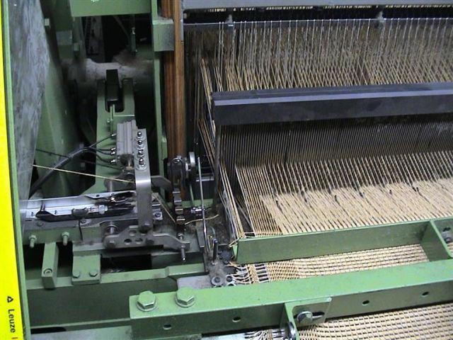 Flatweave carpet weaving machine with single rapier