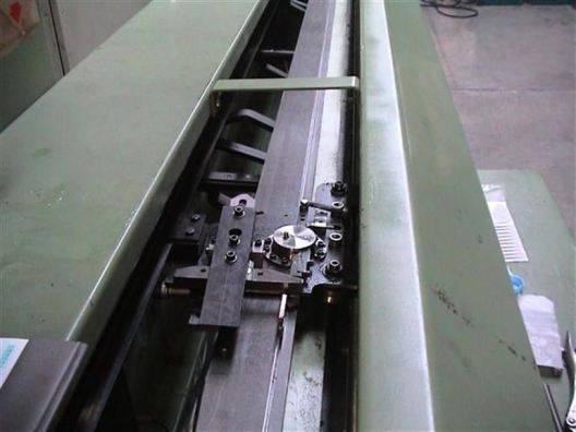 weaving machine for wilton carpet and artificial grass
