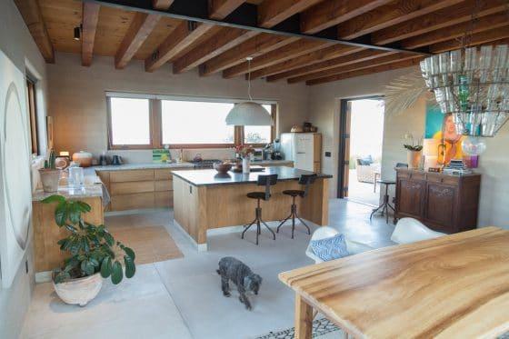 Doğal ahşap mobilyalarla mutfak tasarımı
