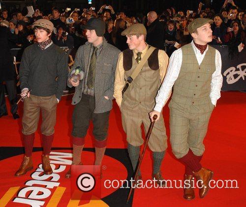 https://i2.wp.com/www.contactmusic.com/pics/l/brit_awards_arrivals_25_200208/arctic_monkeys_1768087.jpg