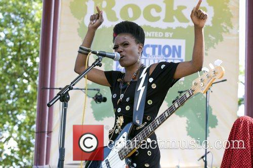This is how Shingai does it; image courtesy of contactmusic.com
