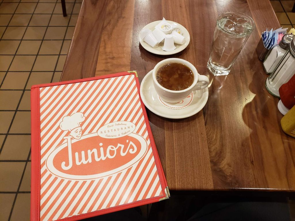 Cafe y menu en Junior's