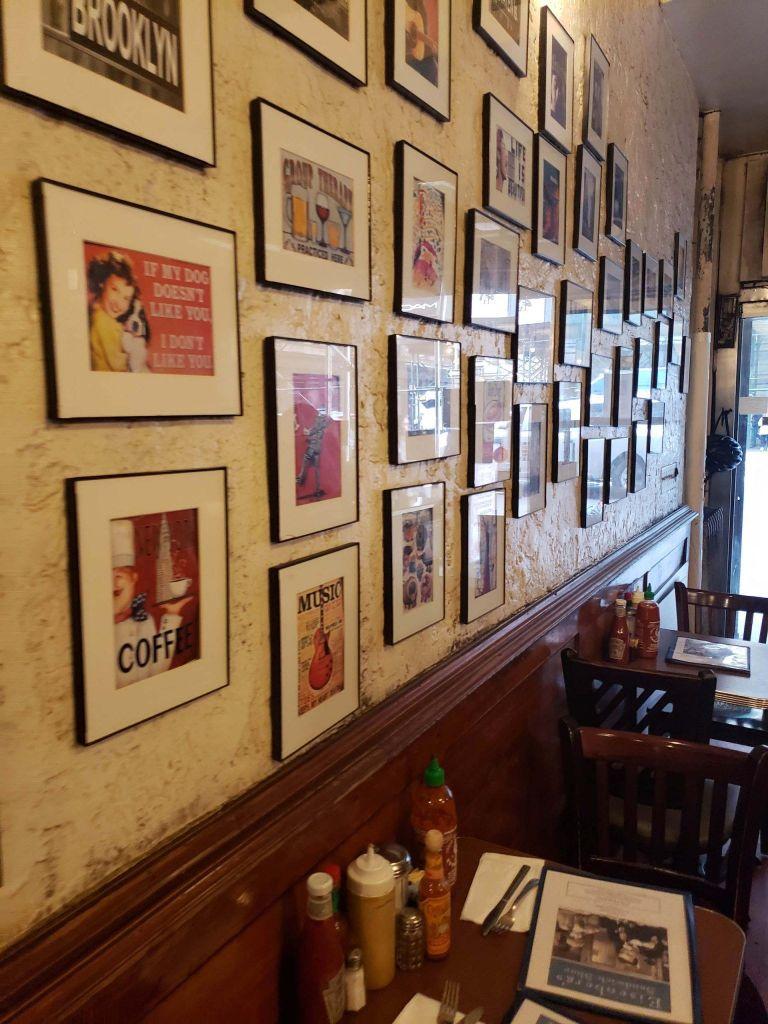 Fotos en las paredes de Eisenberg's NYC