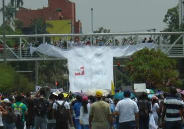 Universidad del Valle entra en paro indefinido contra cierre del HUV