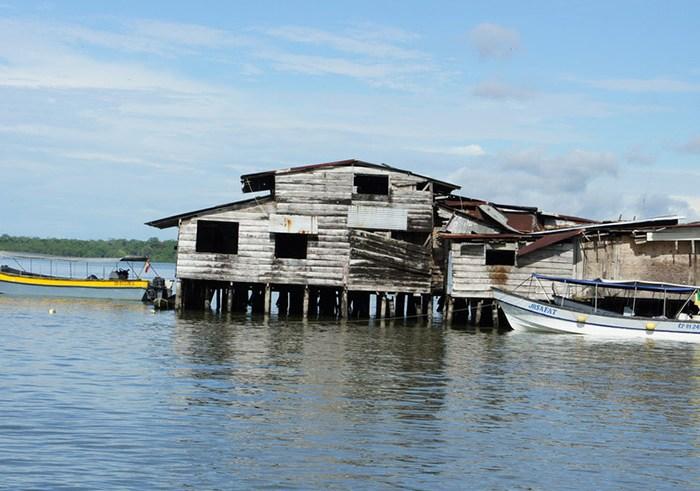 Inundaciones afectan 300 familias en barrios de bajamar en Buenaventura