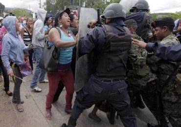 Mujeres hondureñas fueron agredidas frente al Palacio de Gobierno