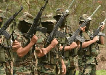 Con lista en mano paramilitares amenazan pobladores de Cacarica