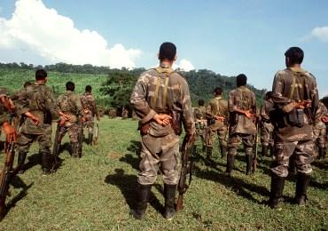 Paramilitares obligan a pobladores a marchar por la Paz