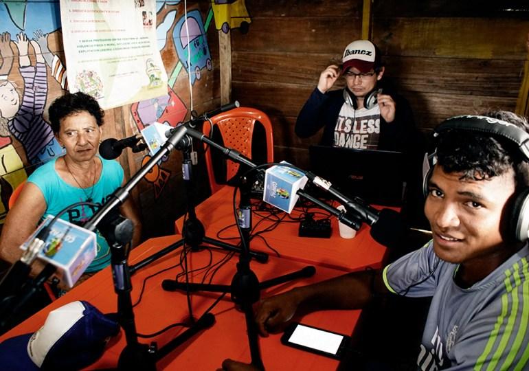 """""""Al aire"""" emisora comunitaria en Zona Humanitaria de Curvaradó"""