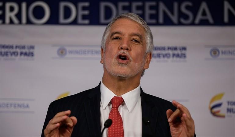 Abucheado Peñalosa durante instalación de Cumbre de premios Nobel de paz