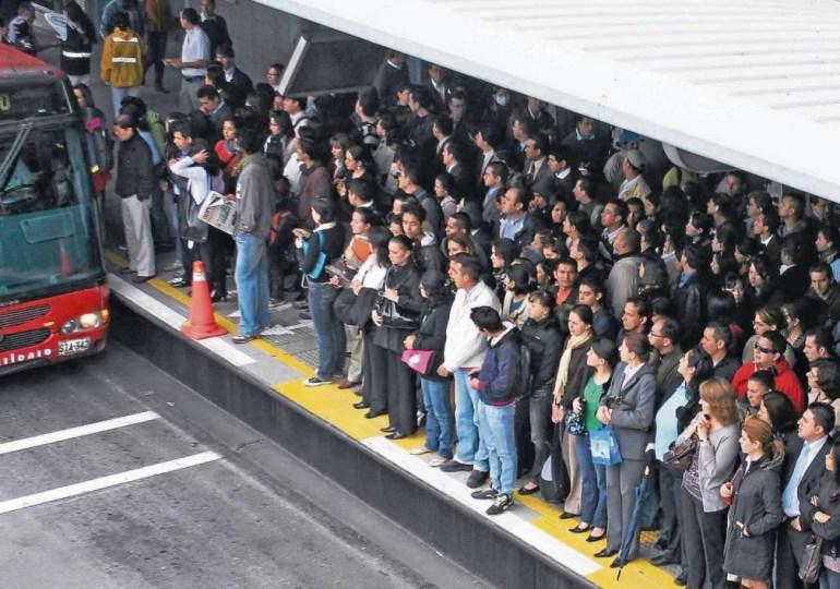 Bogotanos se movilizan en rechazo al alza del sistema de transporte público