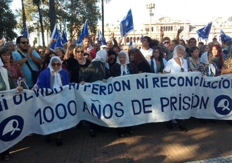 """""""Ningún genocida suelto"""" la consigna contra ley del 2x1 en Argentina"""