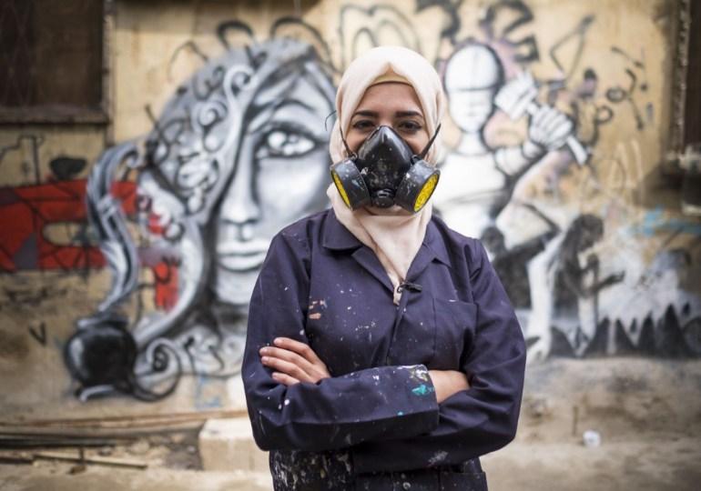 La mujer palestina que con sus grafittis derriba muros