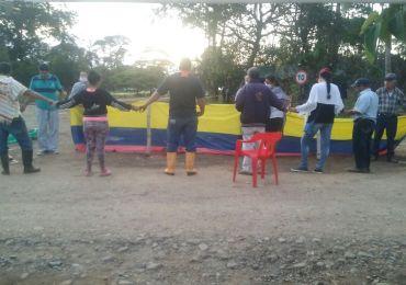 Encadenados y en huelga de hambre protestan contra proyecto de Ecopetrol en el Meta