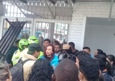 Víctimas de Ciudad Bolívar se toman edificio CLAV en Bogotá