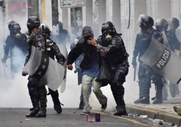 Continúa la represión contra manifestantes en Honduras