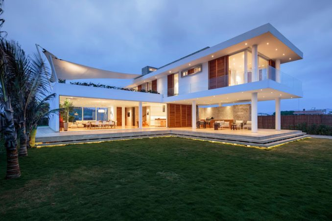 Gabriel Rivera Arquitectos have designed a modern beach house in Puerto Cayo, Ecuador, that has interiors that open up to enjoy the breeze of the water.