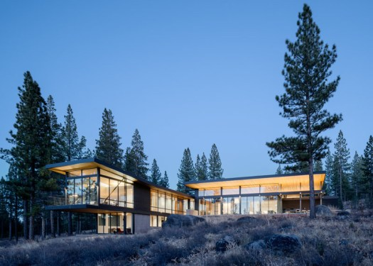John Maniscalo Architecture has designed an L-shaped, modern house in California, that features large windows, stained cedar siding, zinc roofing, and concrete.