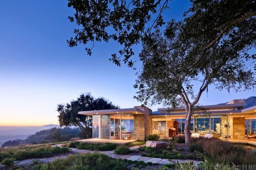 This modern house designed by Neumann Mendro Andrulaitis Architects, overlooks the Santa Ynez Mountains and Toro Canyon Park in California.