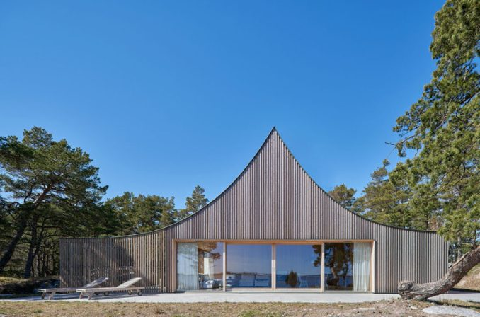 Tham & Videgård Arkitekter have designed a tent-like house on an island in Stockholm's outer archipelago, for a family that wanted a maintenance free vacation home with one level and social space both inside and outside. #Architecture #ScandinavianArchitecture #ModernArchitecture #ModernHouse
