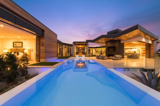 Brandon Architects have recently completed a new modern house inthe Cameo Shores neighborhood of Corona Del Mar, California. #ModernHouse #SwimmingPool