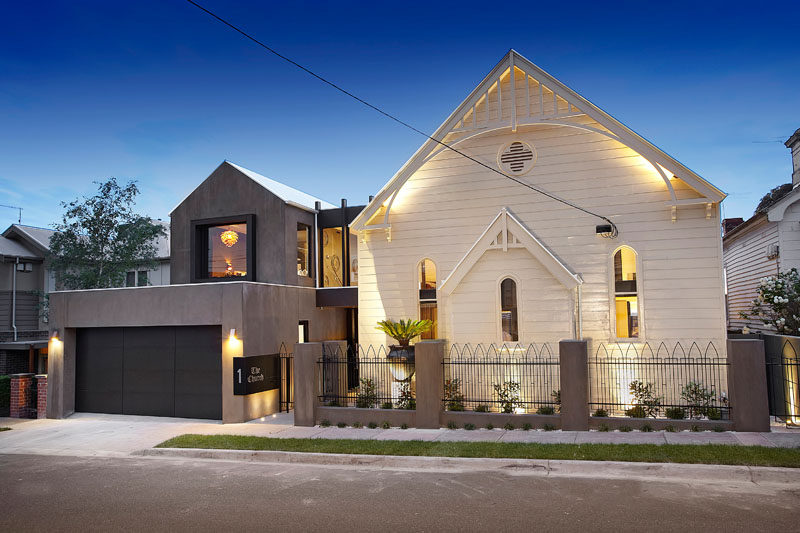 Bagnato Architectshave transformed a 1892 timber church and turned it into a modern and spacious home in a suburb of Melbourne, Australia. #ChurchConversion #ModernHouse