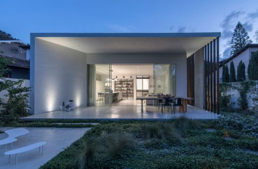 Architecture and design studio Tal Goldsmith Fish, have completed a new home in Ramat Hasharon, Israel. #ModernHouse #ModernArchitecture
