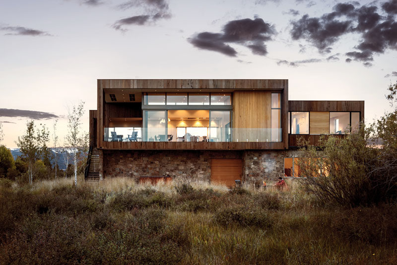 RO | ROCKETT DESIGN have completed a new and contemporary two-storey house in Driggs, Idaho, that's surrounded an expansive wetland and upland regions. #ModernHouse #ContemporaryHouse #Architecture