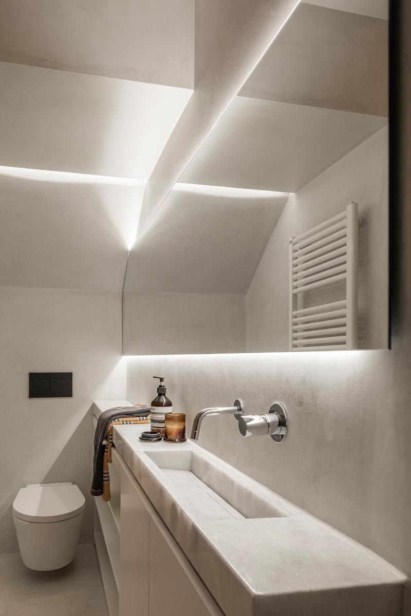 a narrow space was used to create this