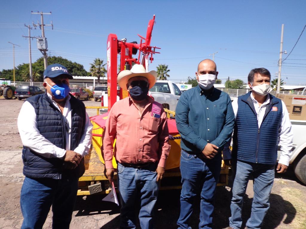Entregan equipos a productores del campo en Cortazar