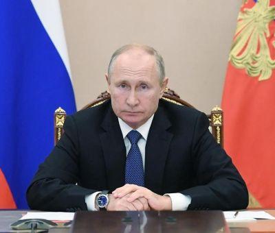 Mandatario ruso se aislamiento tras casos de covid-19 en su equipo de trabajo
