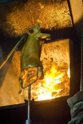 Bangkok Thai Cuisine: Coal-roasted suckling pig in Bangkok's Chinatown