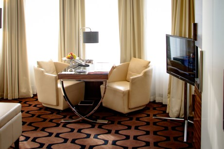 Hotel am Steinplatz, Where to Stay in Berlin: The Smart-TV and work space