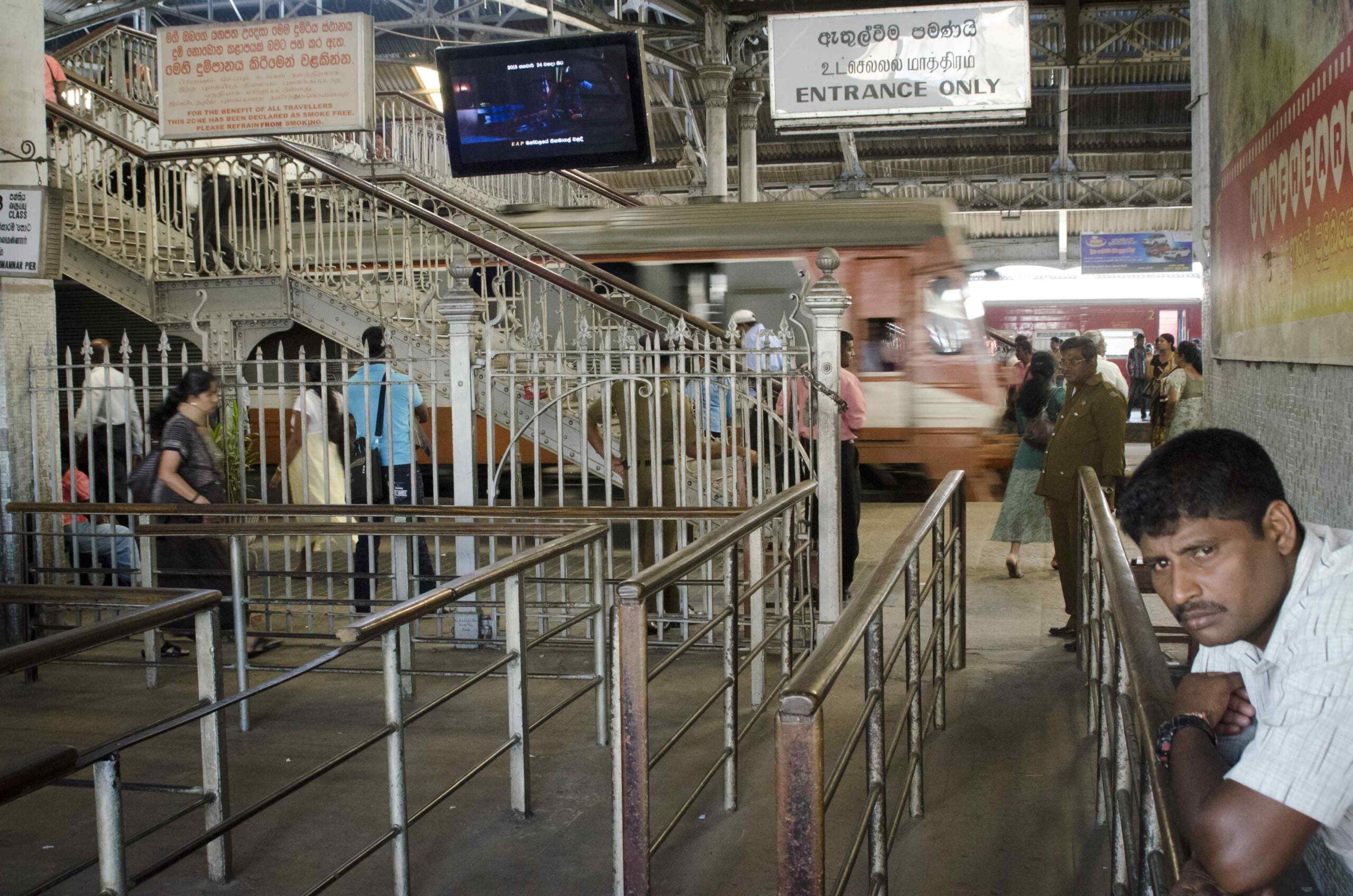 Colombo Travel Blog - The train station in Colombo/La gare de Colombo