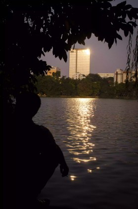 My Impressions of Hanoi: On the edge of the lake