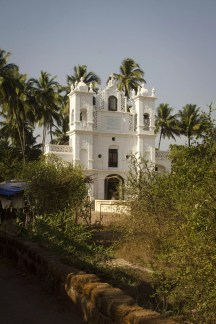 Goa Travel Blog Beach: It's a Catholic Part of India! Where to stay in Goa