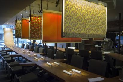 Comment manger des sushis: La salle à manger du restaurant Shinji à Montréal