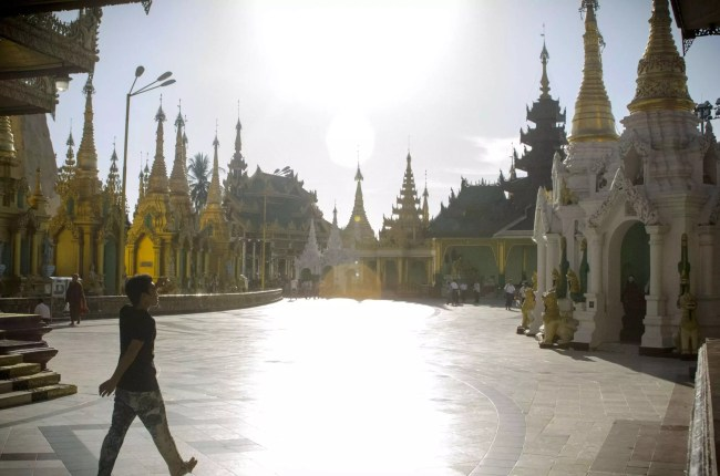 Burma Travel: The Sule pagoda