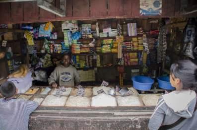 Un marché en bord de route