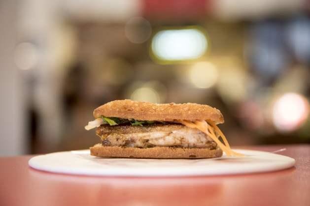 Tapas à Barcelone - Un sandwich au porc