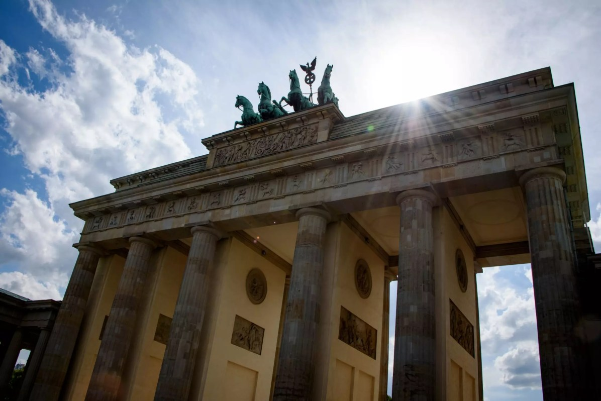 Worst Tourists: Canadians - In Berlin, do NOT refer to the Second World War
