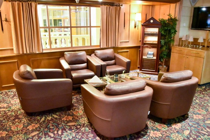 Brussels Travel Blog - Hotel in Brussels - Le Châtelain: The cigar lounge where to stay in Brussels