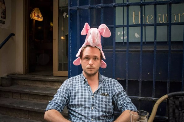 Brussels Travel Blog - Delirium Café, beer bar in Brussels: Cedric Lizotte has seen the pink elephant... Where to stay in Brussels