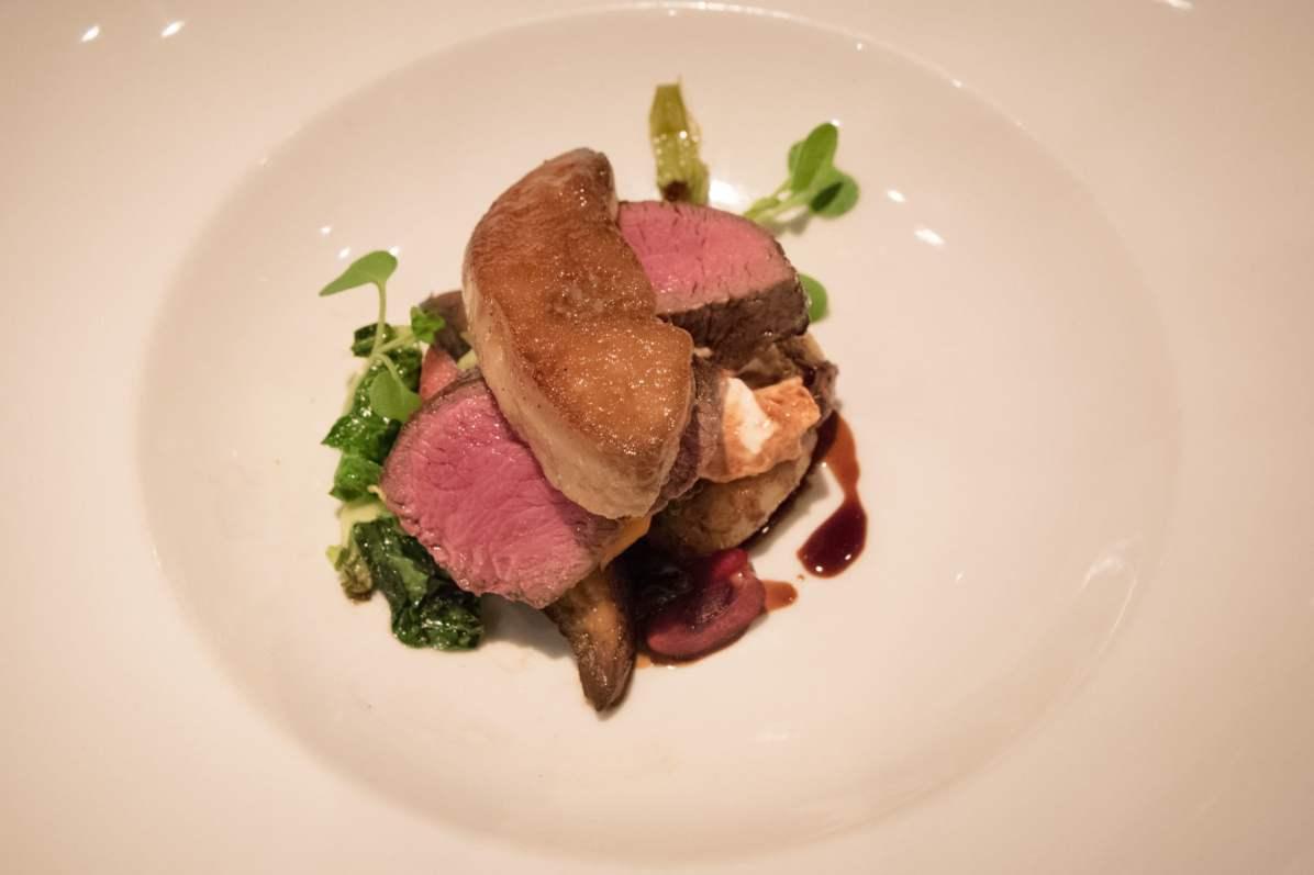 Tandem, restaurant apportez votre vin dans Villeray - Médailon de cerf, fumée, cerise, champignons portobello, labneh, foie gras