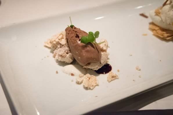 Tandem, restaurant apportez votre vin dans Villeray - Meringue noisette, glace choco, lait cardamome