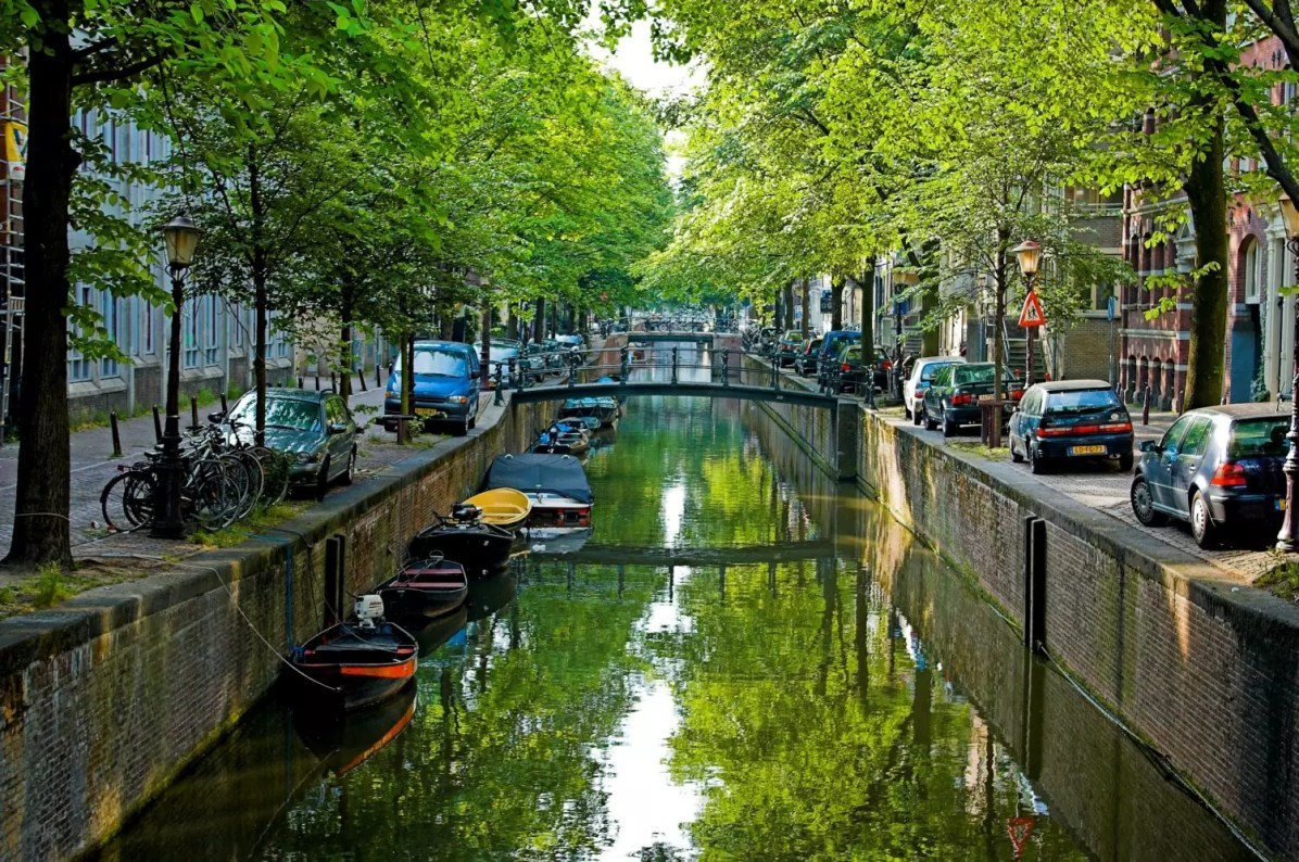 The canals of Amsterdam - This is a copyright-free photo - Things to do in Amsterdam