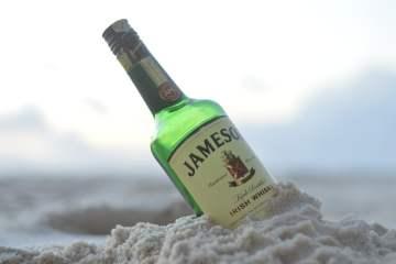 Une bouteille de whiskey irlandais