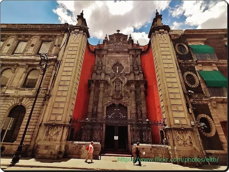 historical sites in Mexico City - main entrance to Templo de la Enseñanza - photo by Catedrales e Iglesias/Cathedrals and Churches under CC BY 2.0