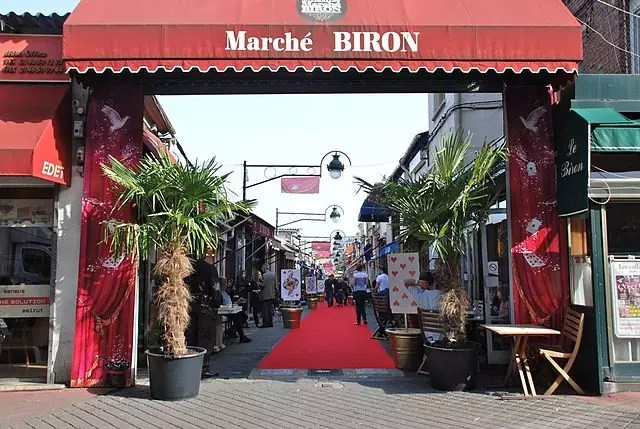 best shopping in paris - Le Marché Biron - photo by Webmasterbiron under CC-BY-SA-3.0