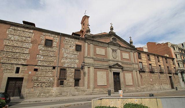 historical sites in madrid - main facade of Monasterio de las Descalzas Reales - photo by Luis García (Zaqarbal) under CC-BY-SA-3.0-ES